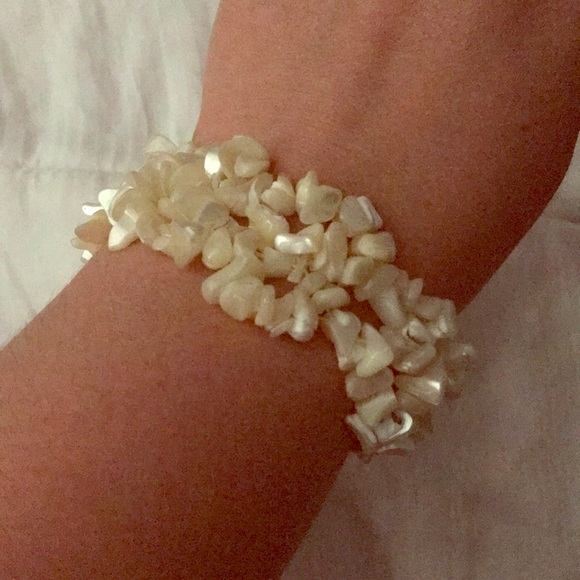Jewelry - White shell bracelet